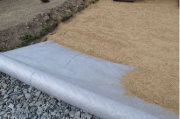 Какой геотекстиль нужен для укладки тротуарной плитки