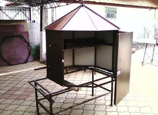 домик с скатной крышей